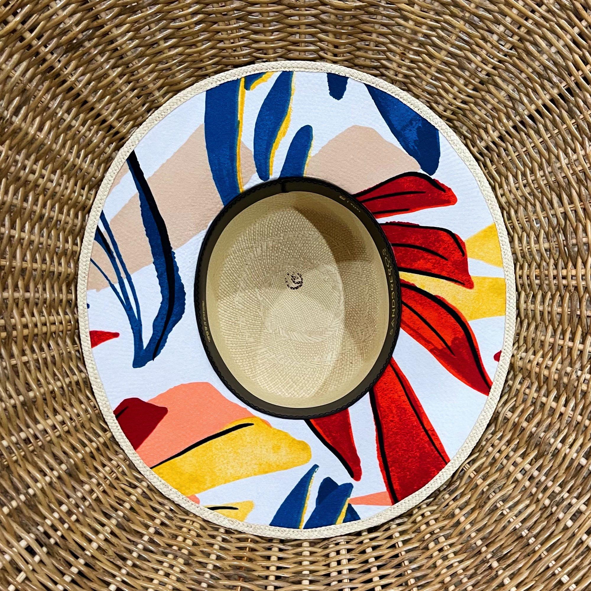 cordobes Summer Geo con tela de flores debajo del ala de paja natural extrafina
