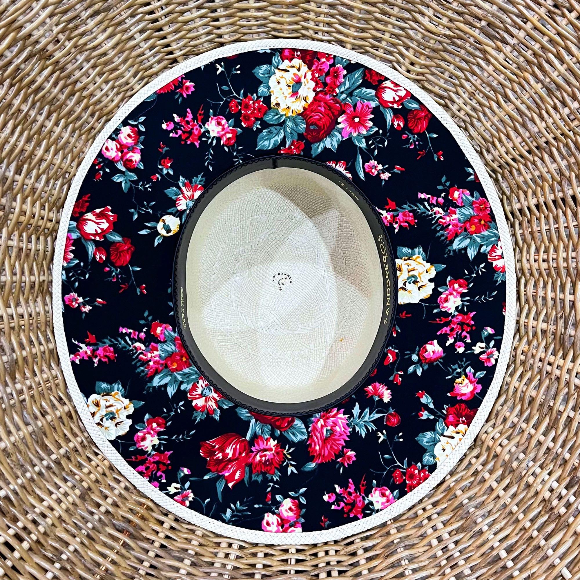 cordobes clásico con tela debajo del ala de flores de colores de paja natural extrafina